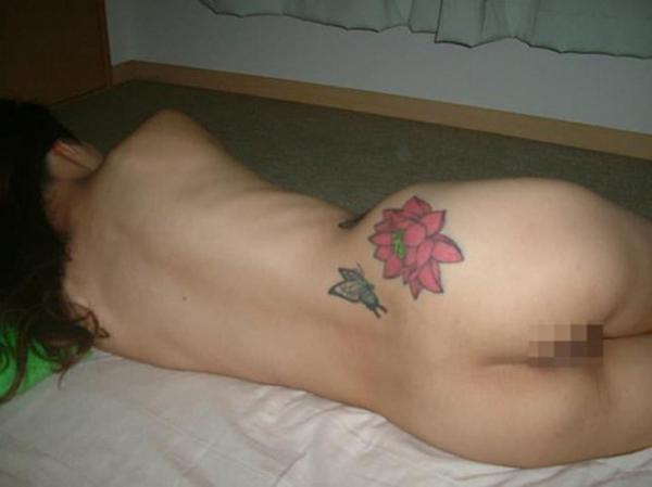 タトゥー入れた女のヌード画像-12