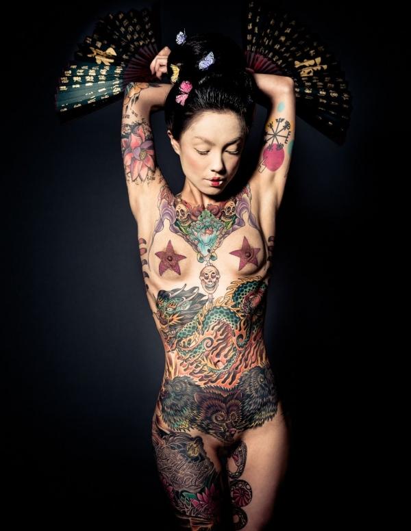 タトゥー入れた女のヌード画像-17