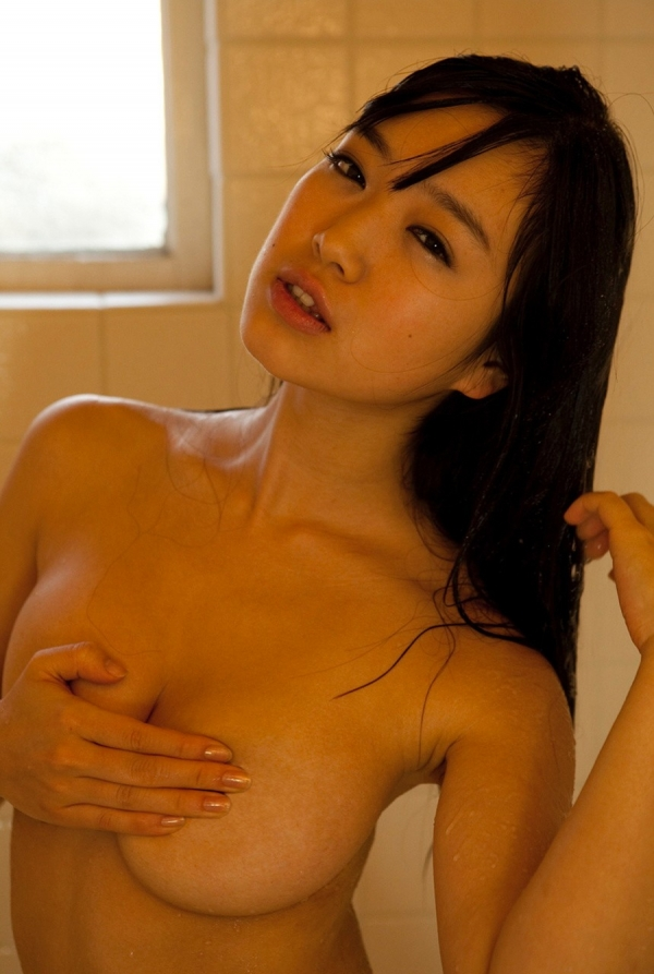 手ブラの巨乳画像-21