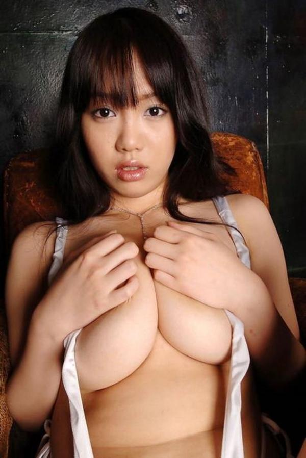 手ブラの巨乳画像-22