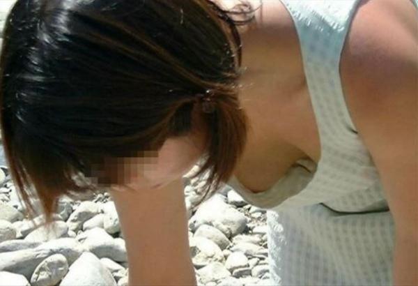 乳首チラリ画像-4