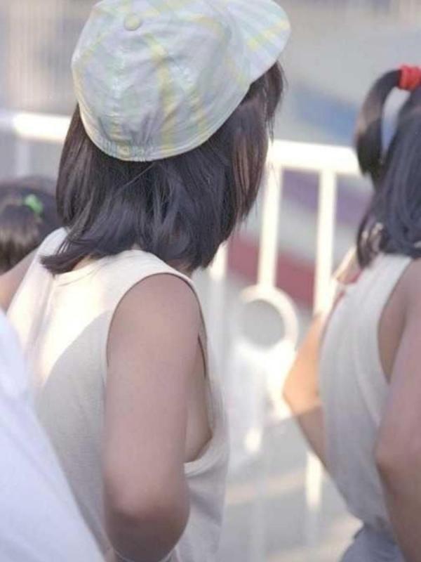 乳首チラリ画像-25