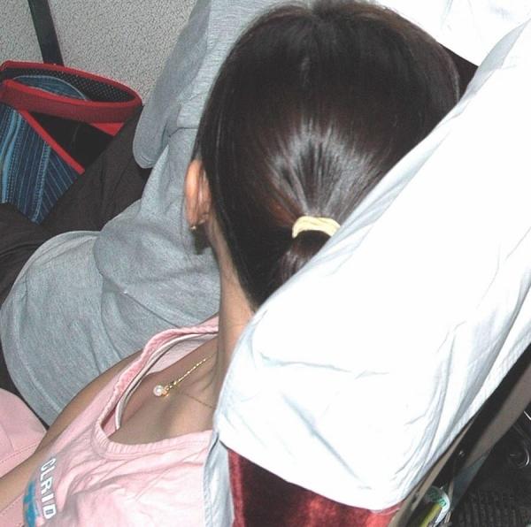 乳首チラリ画像-53