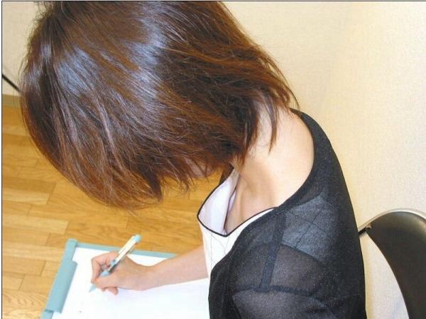 乳首チラリ画像-76
