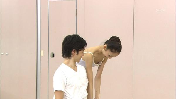 乳首チラリ画像-98