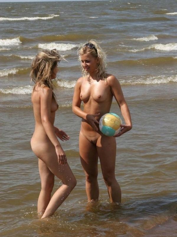 トップレスビーチのエロ画像-11