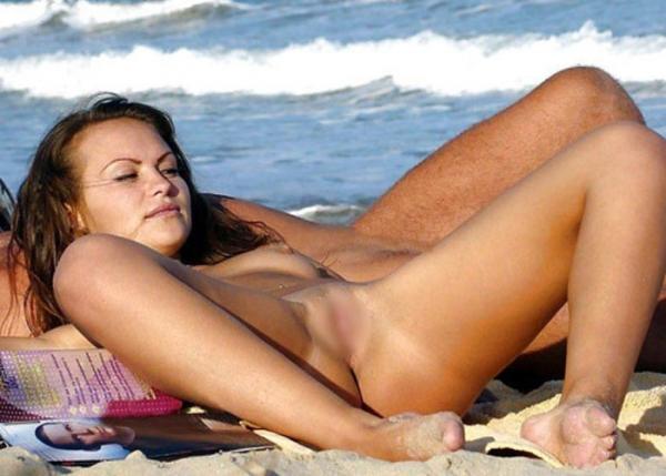 トップレスビーチのエロ画像-31