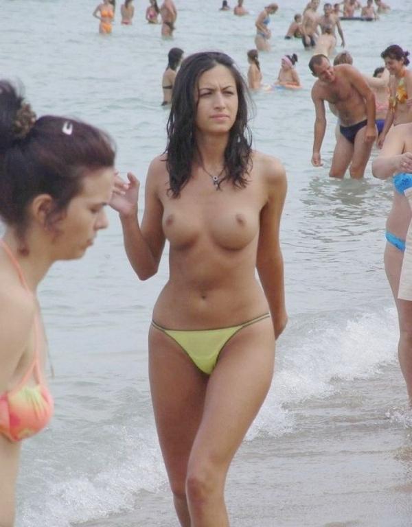 トップレスビーチのエロ画像-41