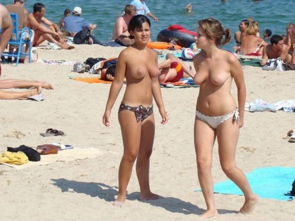 トップレスビーチのエロ画像-76