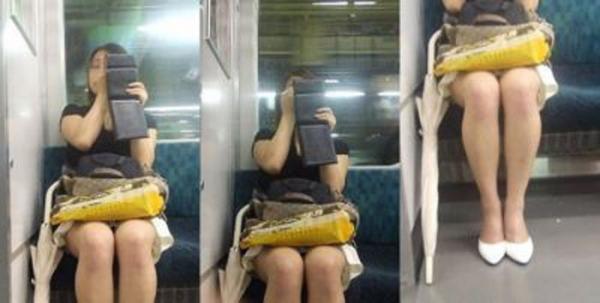 通学電車のパンチラ画像-94