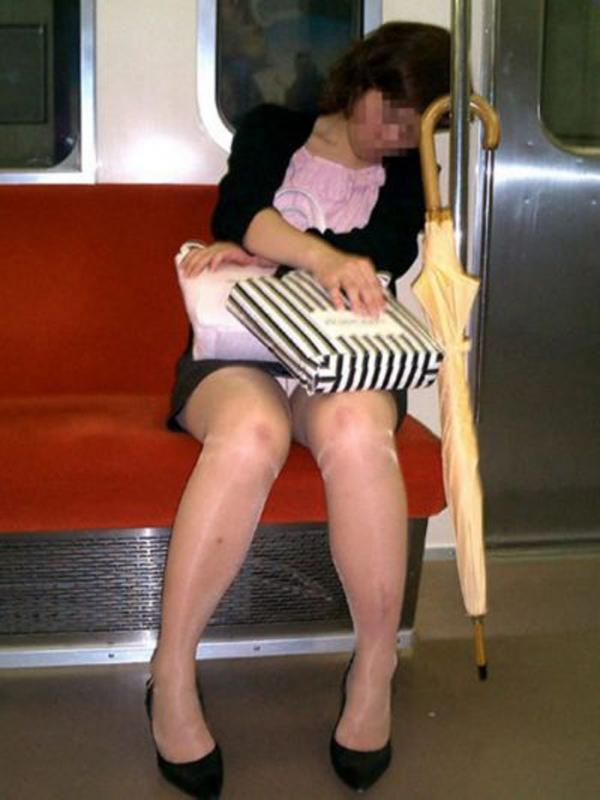 通学電車のパンチラ画像-101