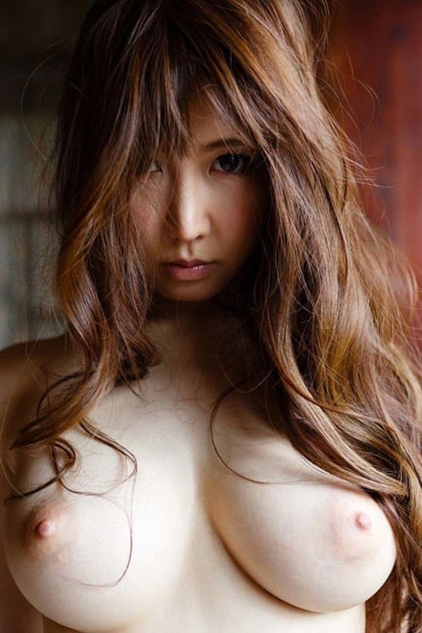 釣り鐘型の美乳画像-14