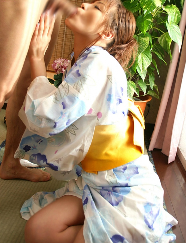 彼女の浴衣フェラ画像-49