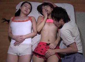 突然泊まりに来たママと叔母のパンチラに欲情してしてしまい我慢できずに叔母に夜這いしちゃった僕