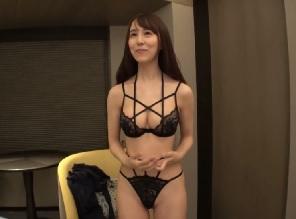 セクシーランジェリーを着た美女お姉様が激しい3Pセックス