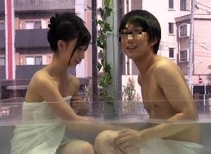 【MM号】女子大生の可愛い女の子が男友達と混浴風呂で急接近!!