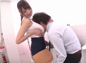 【RION】授業参観に参加したJカップ爆乳若妻が男子トイレで担任を痴女る