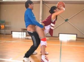 【桐谷まつり】バスケ部の巨乳女子がコーチにセクハラされて・・・
