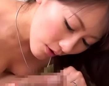 エロムービー!乳首舐め上手な熟女