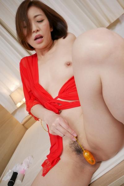 HITOMI 19-08-01 美熟女にブッカケる 006