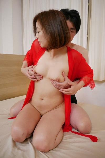 HITOMI 19-08-01 美熟女にブッカケる 011