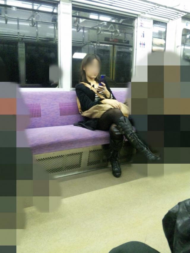 電車の向かい席03
