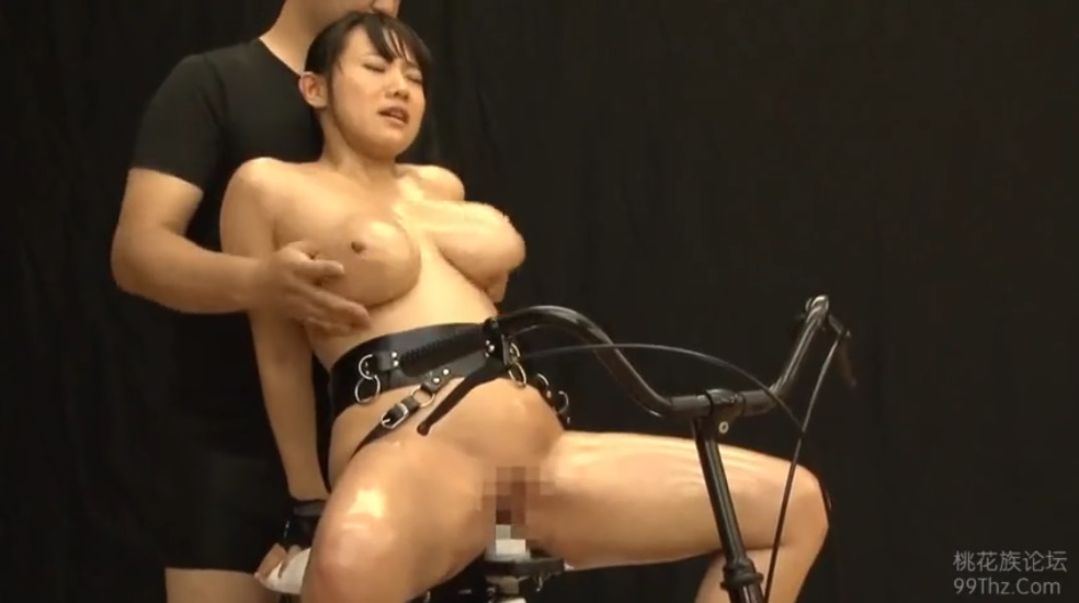 サドルが電マのドスケベ自転車にまたがり潮を吹きまくってイキまくる爆乳女優澁谷果歩!