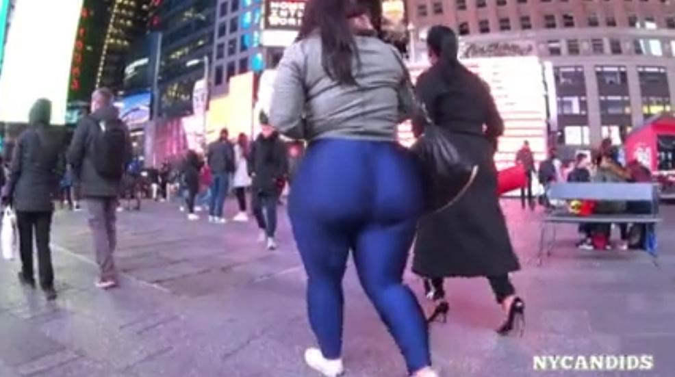 えげつない巨尻の素人女をストリートで捉えた!ぴちぴちレギンスにムチムチ肉感の下半身がエロい!