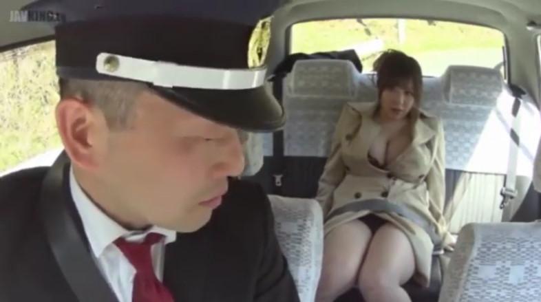 タクシーに乗り込んできたポッチャリ爆乳痴女新山らん!運転手を誘惑して肉感セックス!