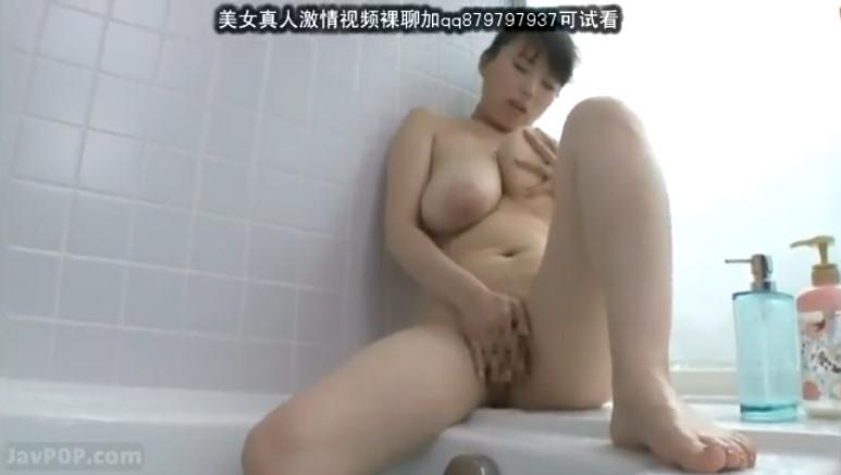 性欲がスゴイ奥さんが我慢できずに浴室で湿気ムンムンの濃厚オナニー!肉感たっぷり青木りん!