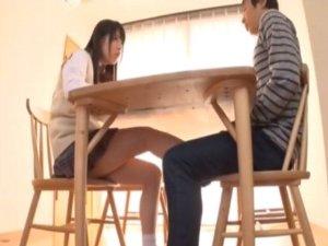 【あおいれな】義理の妹が家族がいるのにテーブルの下から足コキしてくる