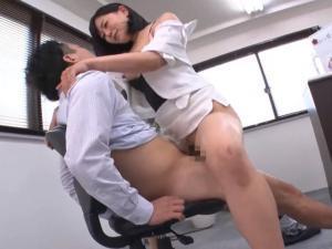 インテリなマナー教室のデカ尻痴女講師がグラインド騎乗位で中出しセックス!明里ともか