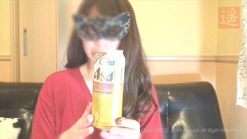 【一般】 500mlビール缶 ピンクローター2個ビール缶をオマンコに無理やり奥まで捻じ込んだら・・・ 後から潮吹きしちゃいました♡