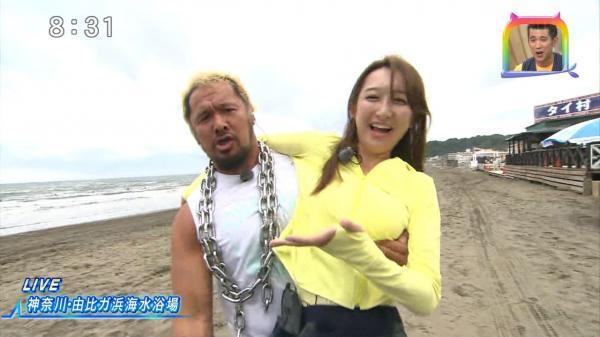 【画像】プロレスラー真壁刀義さん、レポーターのお●ぱいをガッツリ揉んでしまう