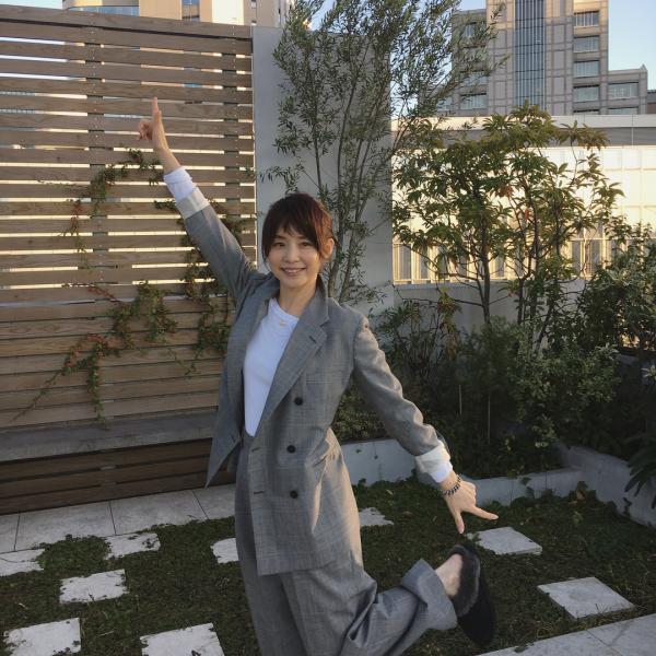 【最新画像】石田ゆり子(48)の現在がいくらなんでもエ□可愛すぎる