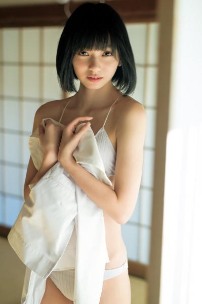 「アイドル史上最高傑作」美少女(16)、服を脱ぎ美ボディあらわに!