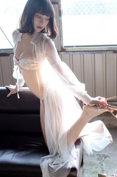 【画像】この「美人すぎる現役看護師」の身体がシコリティ高すぎる