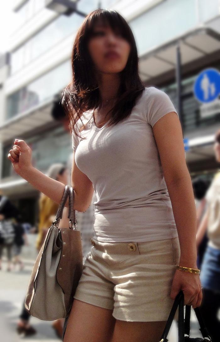 着衣巨乳 エロ画像 16
