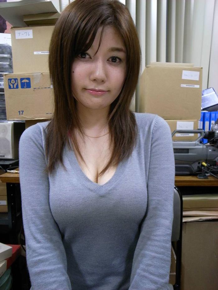 着衣巨乳 エロ画像 8