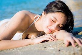 新川優愛(24)の水着とランジェリー。