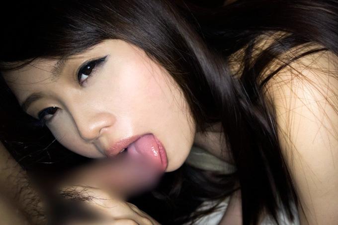 【フェラチオ】舌を伸ばして硬直チ○ポをレロレロ【エロ画像】