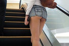 デニムのミニスカ穿いたナウいギャルの画像 part10