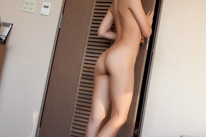 【生尻】パンツも脱いだ綺麗な肌の美尻【エロ画像】