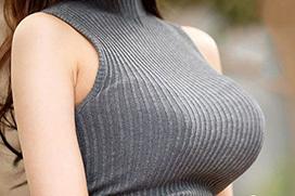 服を着ててもおっぱいのデカさがハッキリ判る着衣巨乳に釘付け エロ画像