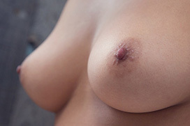 触り心地も良さそうな綺麗な形の美乳画像100枚
