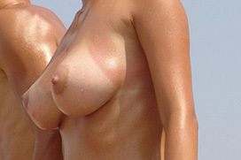 乳房に日焼け跡つけた白人さん画像 part13