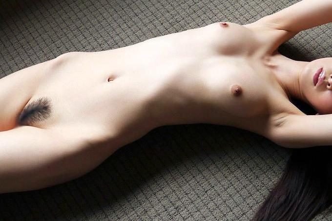 【フルヌード】全部脱いだスッポンポンお姉さん【エロ画像】