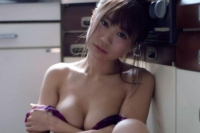 【阿久津真央】素晴らしすぎる下乳とサービス精神【RQ】