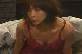 篠田麻里子(32)が新ドラマ・後妻業で赤パンチラ