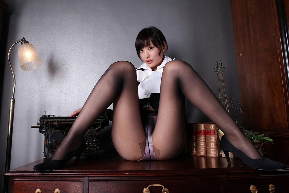 M字開脚 エロ画像 14